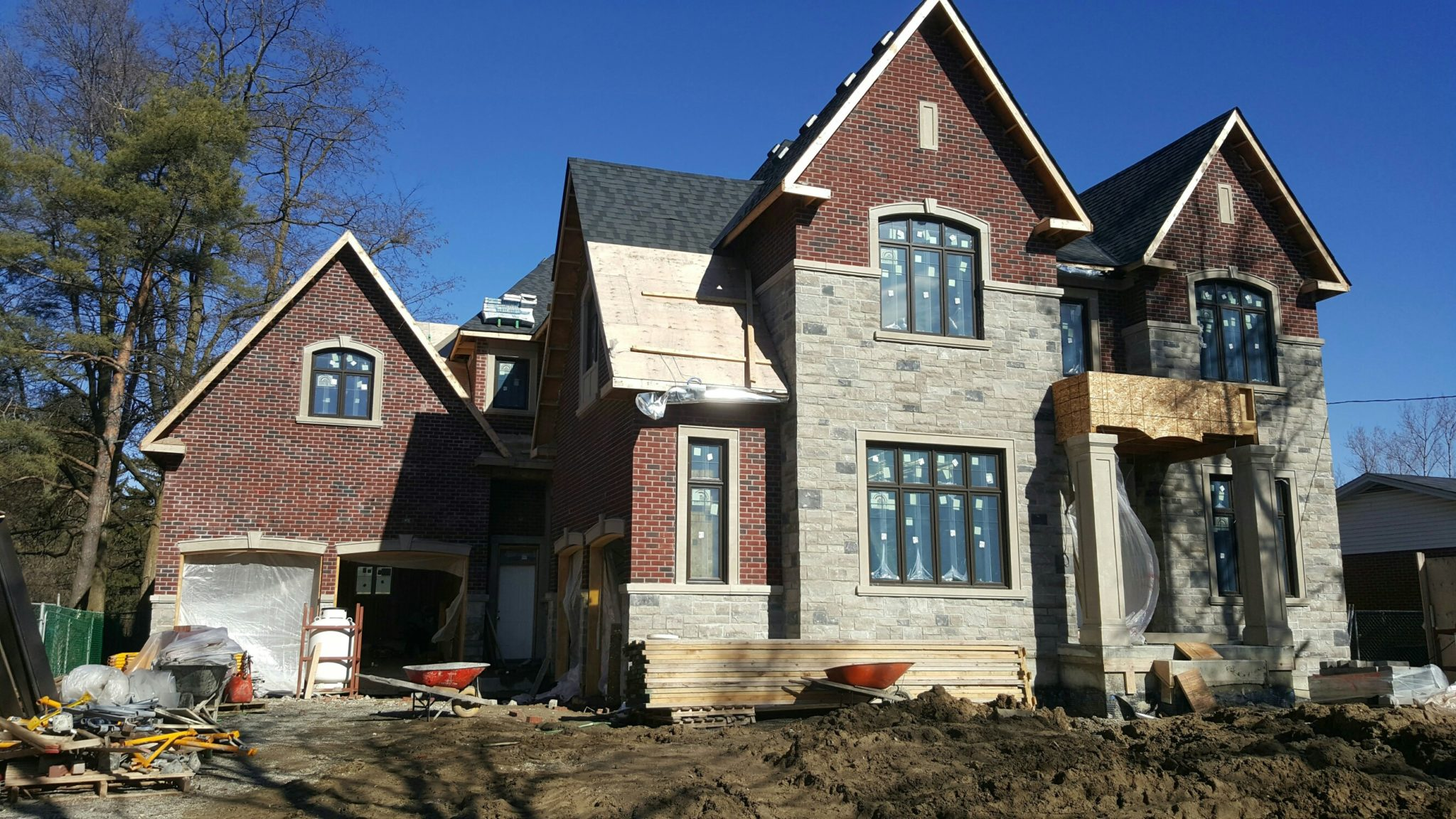 this is a Red Queen Brick and permacon stone precast custom home masonry contractor built in richmondhill by amplify masonry