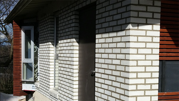 White modern brick addition for residential masonry by Amplify Masonry