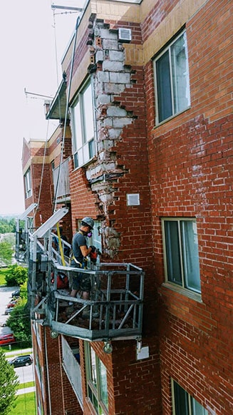masonry-restoration-red-brick-Toronto-swing-stage-min